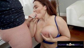 Hot virgin girl does a oralsex